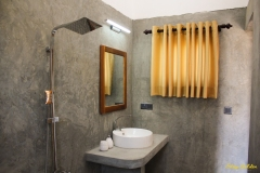 Stay Golden Arugam Bay Double Room No.2 bathroom