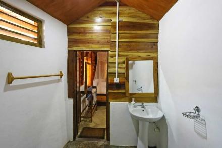 Cabana 7 Bathroom