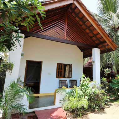 Stay Golden Cabanas 5 and 7 are made out of wood, accommodate 3 persons and have a wooden balcony
